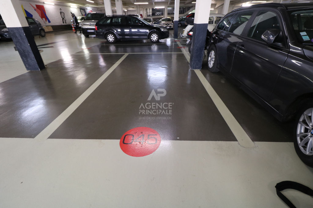 PARKING - RUE DAMREMONT 5/5